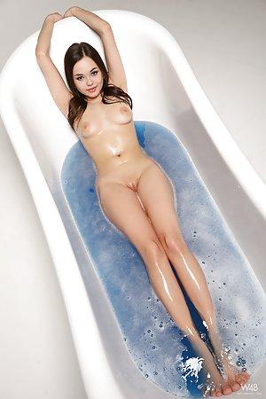 Free Bath Pics